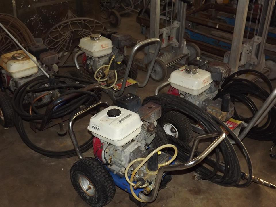 general-contractor-equipment-pressure-washers